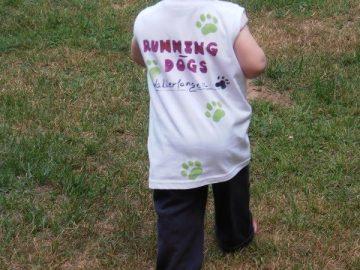 T-Shirt malen bei den RunningDogs